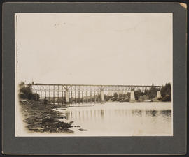 Construction of Oregon Electric Railway Bridge over Willamette River at Wilsonville, Oregon