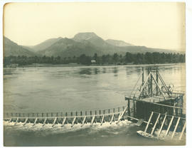 Fish wheel on the Columbia