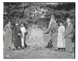 George H. Himes and group with plaque at Portland park renamed in Himes' honor