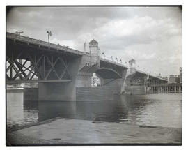 Burnside Bridge decorated with flags for dedication ceremony, May 1926