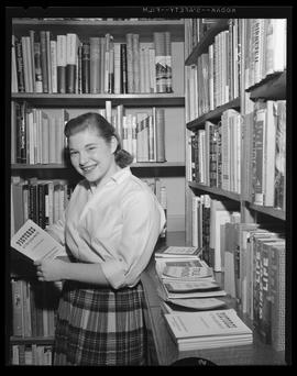 Student in the Reed College library