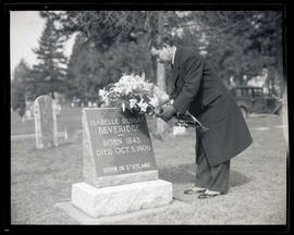 Yōsuke Matsuoka laying flowers at grave of Isabelle Dunbar Beveridge