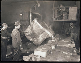 Filling flasks at Columbia Steel Casting Company