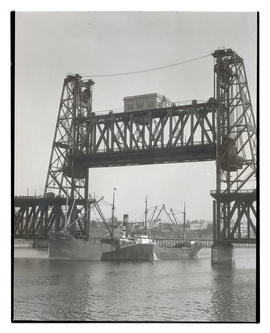 Ship passing Steel Bridge