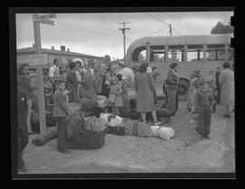 Vanport children leaving for beach trip
