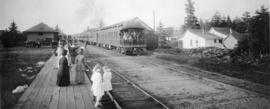 Meeting the train at Seaside, Oregon, 1912