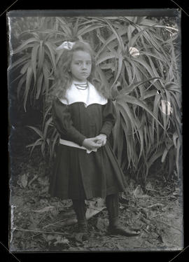 Unidentified girl, full-length portrait