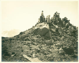 Mazamas on summit of Middle Sister