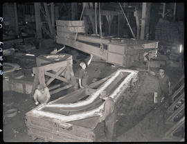 Constructing a casting flask at Columbia Steel Casting Company