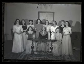 Marylhurst College students, group portrait, 1944?