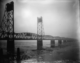 Columbia River, Interstate Bridge with ice, 1919