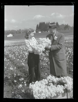 Woman and man with daffodils at Oregon Bulb Farms