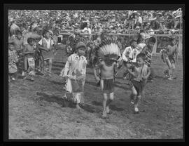 Young indigenous American dancers, Pendleton Round-Up