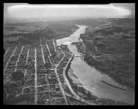 Aerial view of Oregon City and Willamette River