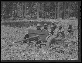 Soldiers with artillery gun at Vancouver Barracks