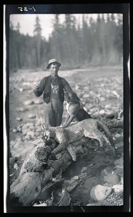 Jap Hills with a hunting dog and dead cougar