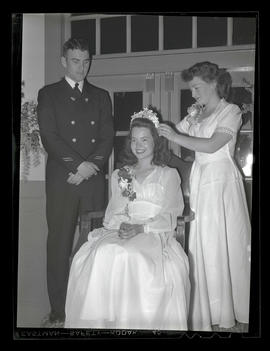 Crowning of Miss Marylhurst at Marylhurst College spring formal, 1944