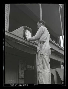 Worker with clock, Albina Engine & Machine Works, Portland