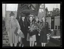 Melva Lillian Cole and four unidentified women at Albina Engine & Machine Works