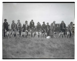 Women and hunting dogs in field