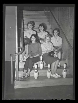 Albina Engine & Machine Works women's bowling team