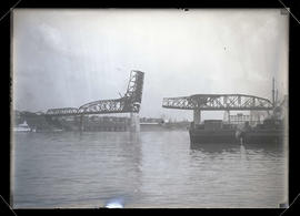 Broadway Bridge, Portland, with bascule raised during construction