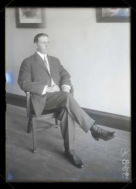 Unidentified man, seated, full-length portrait