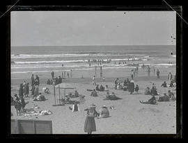 People on beach at Seaside, Oregon?