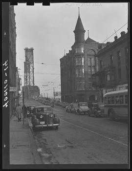 Madison Avenue, looking east towards the Hawthorne Bridge