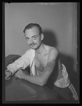 Thomas William Sullivan III showing his bruises in Portland jail