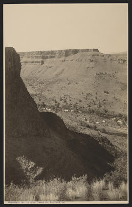Campers in Crooked River Canyon