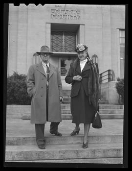 Klondike Kate and W.L. Van Duren at Clark County courthouse