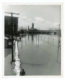 Sandbags around Union Station during the Vanport flood