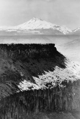 Mt. Jefferson and Deschutes Canyon, circa 1911