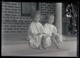 Finley children in nightgowns