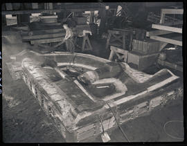 Cleaning a mold at Columbia Steel Casting Company