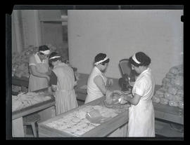 Workers packing pasta at Oregon Macaroni Manufacturing Co.?, Portland