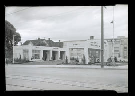 Shell service station, Wheeler and East Broadway, Portland