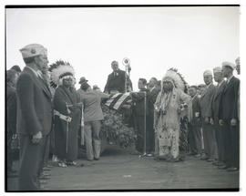 Franklin D. Roosevelt, Chief Jobe Colwash, and crowd at Western Washington state fair