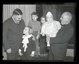 Joseph K. Carson with unidentified man and children