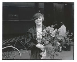 Mary Pickford holding bouquet of roses at Union Station, Portland