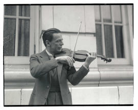 Albert Spalding playing violin