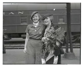 Mary Pickford and unidentified woman at Union Station, Portland