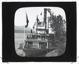 Sternwheeler the Harvest Queen